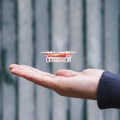 Si los drones os tienen tan fascinados como a mi os va a encantar esta nano versión del cuadricóptero, el más pequeño que me he encontrado...