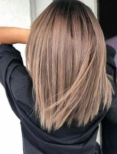 50 Hair Color Ideas For Short Hair - Color Inspirations for 2019 Check out some of the best balayage brown hair looks, including the soft and natural to the bold and striking. The perfect way to update your brunette locks. Brown Hair Balayage, Brown Hair With Highlights, Brown Blonde Hair, Ombre Highlights, Ombre Hair, Neutral Blonde, Blonde Honey, Ashy Blonde, Ombre Bob