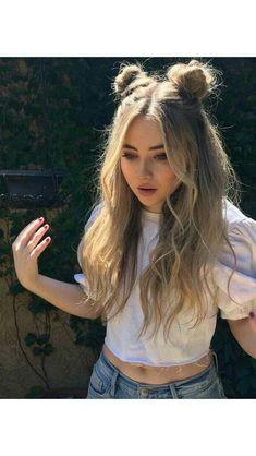 Goddess💛🙏💯 Short Hair Styles Easy, Medium Hair Styles, Medium Curly, Hair Medium, Hair Styles With Buns, Beachy Hair Styles, Medium Blonde, Medium Layered, Long Curly