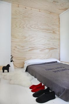 i've forgotten how much I love the look of plywood. i've  had plywood shelving in past homes and have always enjoyed the grain and color. headboard-turns-into-ceiling. low lying bedroom.