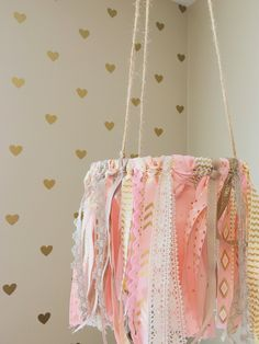 Super Ideas For Baby Girl Diy Nursery Fabrics Girl Nursery, Girl Room, Nursery Decor, Nursery Ideas, Ribbon Mobile, Diy Bebe, Nursery Fabric, Shabby Chic Baby Shower, Baby Boy Rooms