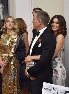 Daniel Craig Kisses Wife Rachel Weisz at 'Spectre' Premiere!: Photo Daniel Craig channels his character James Bond while wearing his tux on the red carpet at the Spectre world premiere held at Royal Albert Hall on Monday (October… Daniel Craig James Bond, Daniel Craig Spectre, Daniel Craig Rachel Weisz, Hollywood Couples, Celebrity Couples, Hollywood Stars, Celebrity News, Celebrity Gossip, Celebrity Style