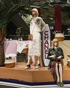 WEBSTA @ only_shinsegae - 2016/17 샤넬 크루즈 컬렉션의 슈즈 아이템을 선보이는 샤넬 슈즈 팝업 스토어를 신세계백화점 강남점 4층에서 선보입니다. 크루즈 컬렉션에 맞게 생기 넘치는 분위기의 다양한 슈즈들을 만나보세요.•Date: 11.18(금) ~ 12.4(일) Location: 신세계백화점 강남점 4층•#신세계백화점 #신세계강남 #샤넬 #샤넬크루즈쿠바 #코코쿠바 #Shinsegae #Chanel #chanelcruisebar #cococuba