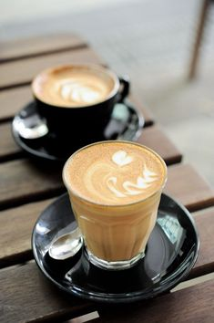 Cappuccino and a latte. I Love Coffee, Coffee Art, Coffee Break, Best Coffee, My Coffee, Coffee Drinks, Morning Coffee, Coffee Cups, Café Latte