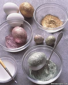 DIY - glitter eggs - via Martha Stewart. Instead of dye easter eggs we will just glitter them Easter Crafts, Holiday Crafts, Holiday Fun, Crafts For Kids, Diy Crafts, Easter Ideas, Easter Decor, Easter Centerpiece, Holiday Ideas