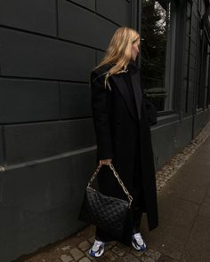 "Marie von Behrens on Instagram: ""Stroll around the block with the new @louisvuitton Coussin bag 🖤🖤 #lvcoussin / Anzeige"" Weekly Outfits, Girl Fashion, Womens Fashion, Aesthetic Fashion, Fall Winter Outfits, Street Chic, Instagram Fashion, Louis Vuitton, My Style"