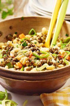 Der Knöpfle-Linsen-Salat ist eine leckere schwäbische Spezialität - schon mal probiert? :) #grillen #beilage #salat