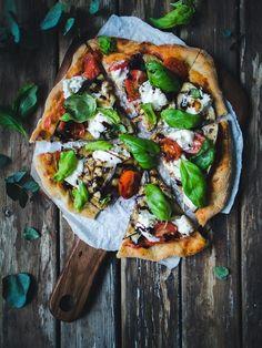 Näin valmistat pitsan italialaisten standardeilla – Viimeistä murua myöten Yams, Vegan Foods, Sweet And Salty, Something Sweet, Hot Dog, Meat Recipes, Street Food, Vegetable Pizza, Hamburger