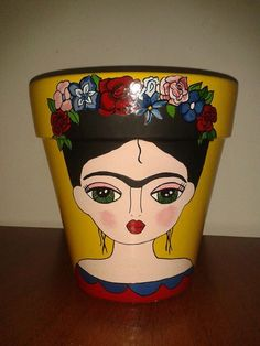 Frida Kahlo Keka❤❤❤ - My site Flower Pot Crafts, Clay Pot Crafts, Diy And Crafts, Arts And Crafts, Painted Clay Pots, Painted Flower Pots, Hand Painted, Flower Pot People, Pottery Painting Designs