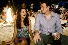 What is wrong with Sarah Marshall (Kristen Bell)? If we were dating Jason Segel, we would never break up with him for Russell Brand. Best Romantic Comedies, Romantic Movies, Mila Kunis, How I Met Your Mother, Date Outfit Casual, Date Outfits, Sherlock, Comedy Movies On Netflix, Diana