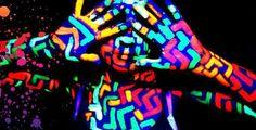 Pour la fin du BAC, amusez vous avec de la peinture phosphorescente pour une soirée de folie ! http://www.braceletphosphorescentfluo.com/peinture-phospho…/  #findespartiels #fête #braceletlumineux #été