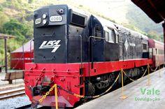 Locomotiva G8 nº 4066 FCA com o trem turístico Ouro Preto - Mariana em 2011