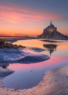 Your beautiful and historic Thursday nightcap of inspiration. Thanks to - this beautiful picture is by 🔹Location : Mont Saint Michel, France - Mont Saint Michel France, Le Mont St Michel, Landscape Art, Landscape Photography, Travel Photography, Beau Site, Normandy France, Belle Villa, Beautiful Sky