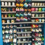 Uma parede dessa que eu queria lá em casa! Quem também é louca pelas canecas da Disney? 😍