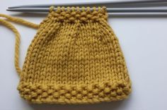 Knitting for beginners lesson one: a stocking and moss stitch tea cosy