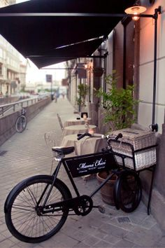 Nuestra bicicleta, en C/ Picavia en Coruña https://www.facebook.com/Grupomamachico #bicycle #decoration #design