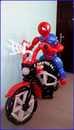 Spiderman balloon decor, Spiderman on a motorcycle balloon decor. Balloon Crafts, Balloon Ideas, Balloon Arch, Balloon Centerpieces, Centerpiece Decorations, Balloon Decorations, Spiderman Balloon, Columns Decor, Its A Boy Balloons