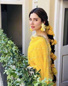 Mahira Khan is one of the most Popular Pakistani film and TV actress. City book presents Mahira Khan top dramas list. We connect top 5 Mahira Khan dramas. Bridal Mehndi Dresses, Pakistani Wedding Outfits, Pakistani Wedding Dresses, Bridal Outfits, Wedding Gowns, Pakistani Mehndi Dress, Mehendi, Pakistani Wedding Hairstyles, Wedding Venues