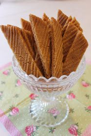 Tarun Taikakakut: Kinuskikeksit (Leilas Jättegoda kolasnittar) Sweet Desserts, No Bake Desserts, Vegan Desserts, Sweet Recipes, Baking Recipes, Cookie Recipes, Snack Recipes, Dessert Recipes, Sweet Cookies