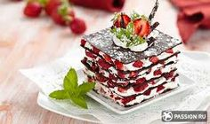 The millefeuille of chocolate is a delicious spoon dessert! It is a dessert f . Parfait Desserts, Strawberry Dessert Recipes, Layered Desserts, Strawberry Desserts, Healthy Desserts, Easy Desserts, Delicious Desserts, Delicious Chocolate, Healthy Food