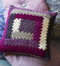 New crochet blanket granny square baby yarns ideas Crochet Cushion Cover, Crochet Pillow Pattern, Crochet Cushions, Crochet Motif, Crochet Designs, Crochet Patterns, Patchwork Cushion, Crochet Afghans, Knitting Patterns