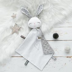 Baby comforter / Soft bunny /Plushie Rabbit / newborn toy /new baby gift / toy for sleep /baby first toy / soft toy / newborn toy Baby Sensory Toys, Baby Toys, Baby Sewing Projects, Sewing For Kids, Tilda Toy, Baby Security Blanket, Diy Bebe, Baby Lovey, Baby Comforter