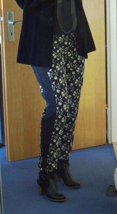 Refashion: schwarze Einsätze für zu enge Hose.