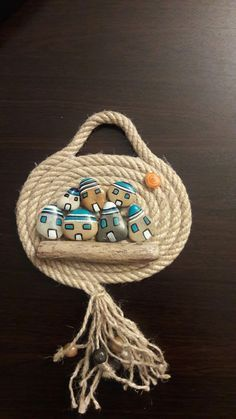 Love the rope idea with a. Love the rope idea with a sea theme! Love the rope idea!This Pin was discovered by pın Hobbies And Crafts, Diy And Crafts, Arts And Crafts, Painted Rocks, Hand Painted, Rope Art, Rock And Pebbles, Rope Crafts, Driftwood Art