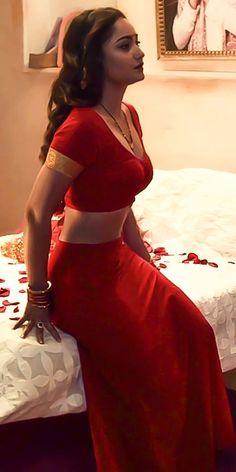 Beautiful Bollywood Actress, Most Beautiful Indian Actress, Beautiful Asian Women, Beautiful Females, Beautiful Roses, Beauty Full Girl, Beauty Women, Saris, Dehati Girl Photo