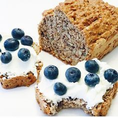 ORECHOVÝ CHLIEB PLNÝ ZDRAVIA Low Carb Recipes, Healthy Recipes, Banana Bread, Healthy Snacks, Food And Drink, Yummy Food, Yummy Yummy, Sweets, Homemade