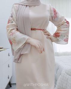 "ʟɪғᴇsᴛʏʟᴇ 💙 on Instagram: ""Ramadan / spring outfit 🌼 @withposhia . . . . . . . . #hijabdaily #hijabmuslim #jualhijab #hotd #hidjabindonesia #modesty #hijablove…"" Modest Fashion Hijab, Modern Hijab Fashion, Hijab Fashion Inspiration, Abaya Fashion, Muslim Fashion, Fashion Dresses, Hijab Casual, Mode Turban, Mode Abaya"