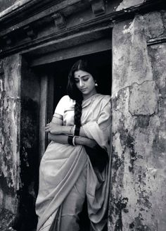 Childhood & Family pictures: Tabu - kind of beauty tinged with a certain kind of sadness & husky voice & acting talent White Photography, Portrait Photography, Indian Photography, Mangalore, Vintage India, Beauty And Fashion, Vintage Bollywood, Tabu, How To Pose