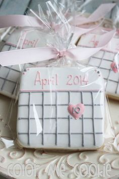 These would be cute at an engagement announcement party. SAVE THE DATE Calendar Sugar Cookies by ColorMeCookies on Etsy Fancy Cookies, Iced Cookies, Cute Cookies, Royal Icing Cookies, Cookies Et Biscuits, Heart Cookies, Valentine Cookies, Easter Cookies, Birthday Cookies
