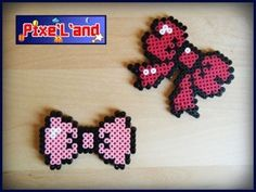 Compilation des deux Nœud Pixel Noeuds Papillon Pixel art réalisé en perle Hama. Disponible en plusieurs coloris *Pensez à la customisation de votre Pixel art !! : Porte clé, aimant, cadre, pot etc...*