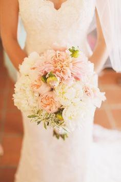 large romantic beautiful bridal bouquet with cafe au lait dalia and garden rose | #leocarillo #bridalbouquet #cafeaulait #dahlia #bloombabes #flowers @bloombabes | photo: elatephoto.com