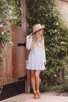 Feminine spring outfit - click through for more on this girly spring look