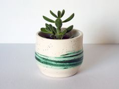 Maceta de cerámica realizada con óxido de cobre y esmalte transparente. Ahora disponible en tienda online!. #pottery #flowerpot #green #present #gift