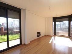 Este impresionante salón ocupa casi media planta de un chalet en el Alisal, Santander