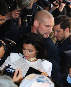 """Kim Kardashian is safely back in NYC with her husband and family, arriving amidst a gauntlet of security that rivals any world leader or head of state. There was an undeniable show of force as Kim, Kanye, Kris Jenner and Corey Gamble pulled up outside their NYC residence. Clearly not a publicity stunt but rather a """"by any means necessary""""Continue Reading"""