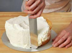 17. mai kake   Bløtkake i rødt, hvitt og blått   Oppskrift - MatPrat Vanilla Cake, Camembert Cheese, Desserts, Food, Vanilla Sponge Cake, Meal, Deserts, Essen, Hoods
