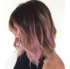 Dark brown ombre hair with nice light pink highlight, love this style