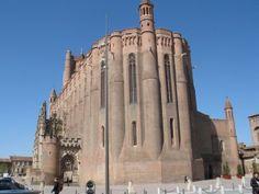Catedral de Santa Cecilia en Albi, Francia. Se caracteriza por ser la catedral más grande del mundo construida en ladrillo. Estilo gótico meridional.