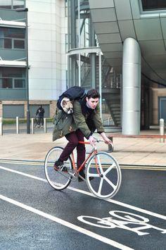 : Puppy x Fixie Velo Cargo, Biking With Dog, Urban Cycling, Poor Dog, Speed Bike, Fixed Gear Bike, Cycle Chic, Bike Store, Bike Life