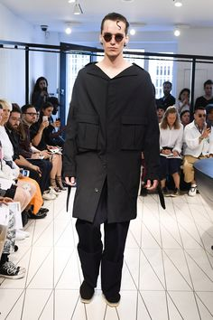 Chalayan Spring 2019 Menswear Fashion Show Collection: See the complete Chalayan Spring 2019 Menswear collection. Look 1