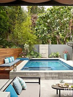 Inspired by their favorite Palm Springs resort, a Los Angeles couple transforms the spaces around their midcentury ranch for the ultimate retreat. Backyard pool small spaces Check Out This Backyard Retreat in L. Small Swimming Pools, Small Pools, Swimming Pools Backyard, Swimming Pool Designs, Small Pool Ideas, Pool Decks, Small Backyard Design, Small Backyard Pools, Backyard Patio Designs