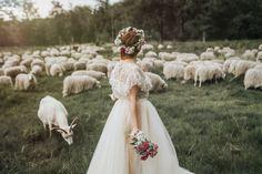 Fotografie Portraits, Girls Dresses, Flower Girl Dresses, Bride, Wedding Dresses, Flowers, Fashion, Europe, Wedding Photography