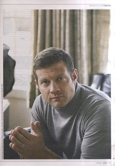 Dermot O'Leary wearing style Belvoir in Silver.