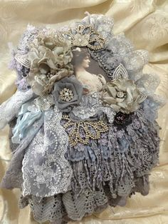 Looks like fun! fabric book by Annet… Victorian Crafts, Vintage Crafts, Shabby Vintage, Vintage Lace, Altered Books, Altered Art, Fabric Art, Fabric Books, Shabby Chic Stil