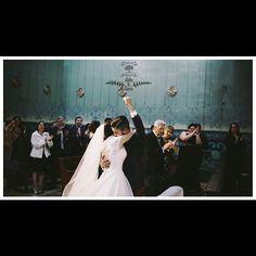 Cuando el momento lo es todo... #cinelum #thecinelums #weddingcinema #love #guadalajara #35mm  #love #mexicanwedding #queretaro #bride #weddingcinema #gh4 #drone #dslr #fcpx #weddingday #dji #inspirationwedding #moments