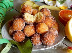 Castagnole arancia ricotta e limone dolce di carnevale golosissimo. Morbide e tanto profumate, queste castagnole si sciolgono in bocca, provare per credere